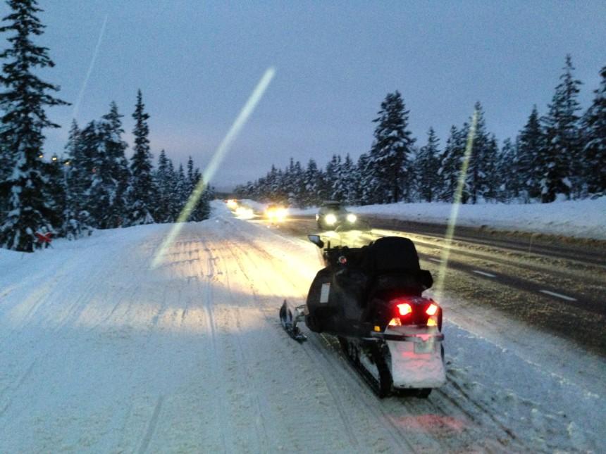 Scooterled langs riksveien over Sälenfjellene